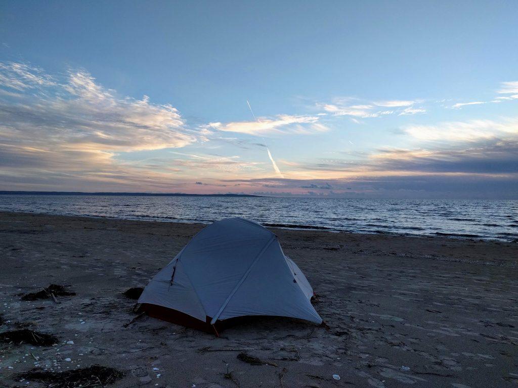 Zelten am Strand (Schweden)